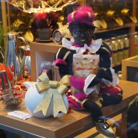 Zwarte Piet in a coffee store window.