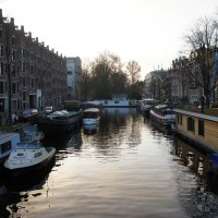 The canal that ends, the Achtergracht, and the Muse Salon boat.