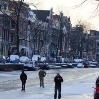 Skaters on the Prinsengracht.