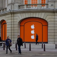 New Apple store at Leidseplein's take on the Amsterdam city symbol XXX