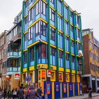 Funky building at the start of the Nieuwe Hoogstraat