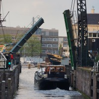 Houseboat passing the open Scharrelbierbrug